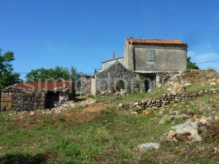Vis stone house complex